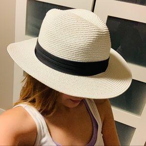 🦋 White straw Fedora hat